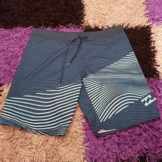 Celana pendek billabong100%original