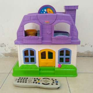 FISHER PRICE DOLL HOUSE/PLAY HOUSE