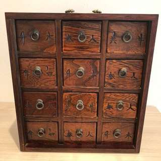 Antique looking table top chest drawers