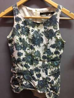 FLORAL top with zipper at the back