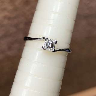 18kt square cut diamond ring