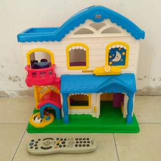 FISHER PRICE DOLL HOUSE/PLAY HOUSE 2