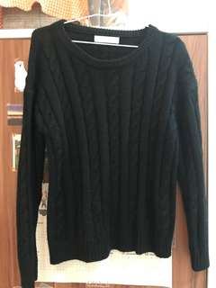 黑色毛衣上衣