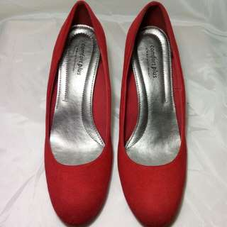 RED SUEDE PUMPS BY COMFORT PLUS
