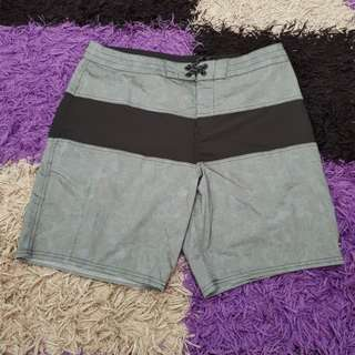 Celana pendek billabong100%original