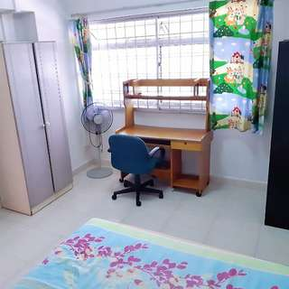 Room for rent at woodlands!!