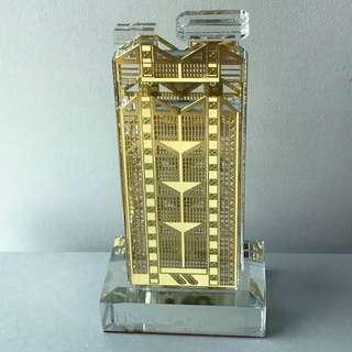 Hsbc 滙豐銀行大廈 水晶包金擺設 附禮盒及證書(非賣品)