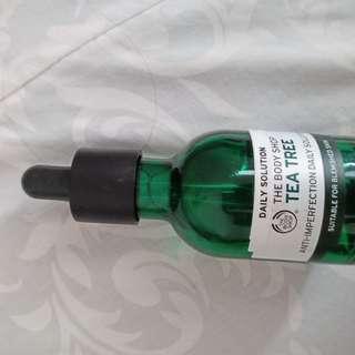 DAILY SOLUTION SERUM TEA TREE BODY SHOP