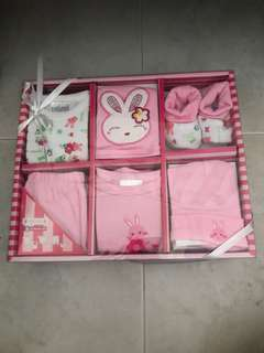 Shears.6 pc layette set