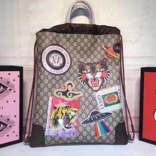 Gucci 包包(最新走秀款抽繩男用拉繩後背包,蕭敬騰背過「認明Yuanroro優質賣場; 一直被模仿,從未被超越」
