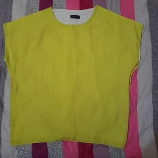 黃色短袖上衣