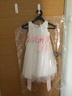 Girl's white gown (70cm in length)