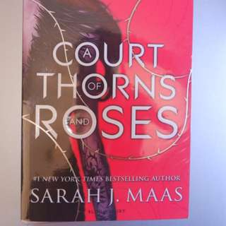NEW A COURT OF THORNS AND ROSES - SARAH J MAAS