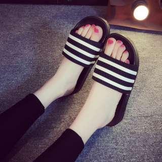 女鞋夏日橫條柔軟彈性防滑拖鞋(兩色)