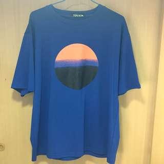 上衣|胸前夕陽印花T恤(藍色 粉色)