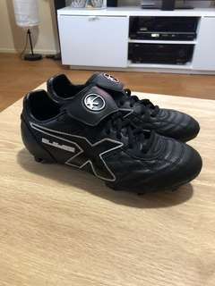 X BLADES FOOTY BOOTS size 7