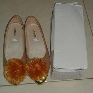 Sepatu Wanita Moca Pom Pom