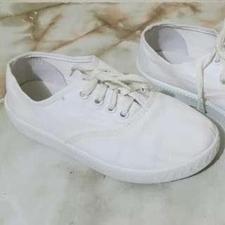Size 4 White Sneskers