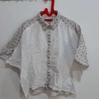 Kemeja Batik Putih