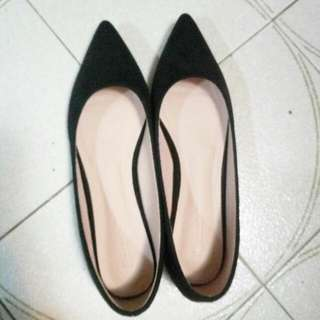 黑色尖頭平底鞋