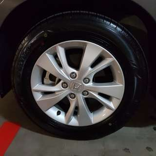 Honda vezel hybrid 16 inch stock rims with dunlop tyres