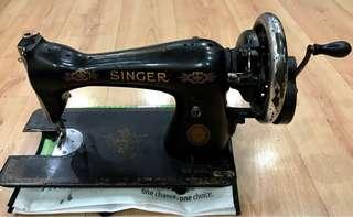 Vintage (SINGER Sewing machine)working condition
