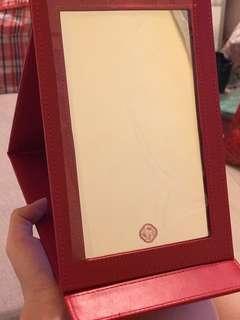 全新shiseido資生堂紅色長方形鏡 (適合出門用嘅靚紅鏡)