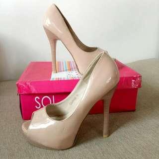 So Fab Heels (Size 5)
