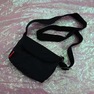 簡約造型中性側背包