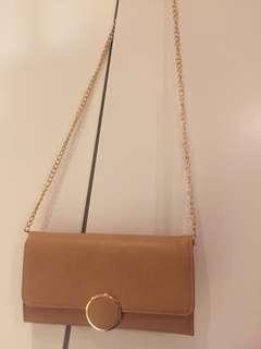褐色側背包