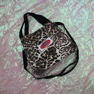 豹紋水桶造型手提側背包