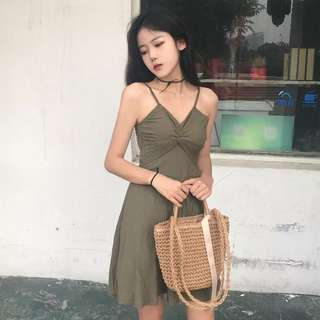 蝴蝶結胸型連衣裙