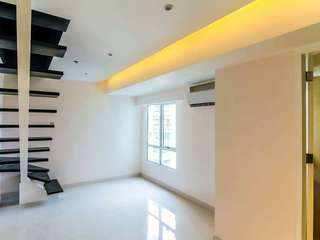 AFFORDABLE CONDO AT MAKATI (VICTORIA DE MAKATI)