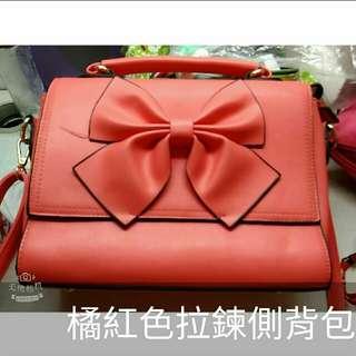 橘紅色拉鍊側背包