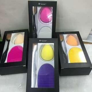 Anastasia 3in1 (Paddle brush/Beauty Blender/Brush Cleaner)