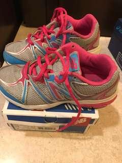New balance kids sports shoes (wide)