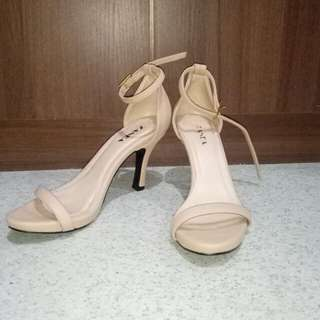 Zanea Stilettos Skintone/Light brown color size 6