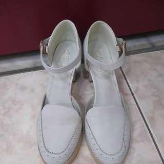 🚚 雕花瑪莉珍高跟鞋