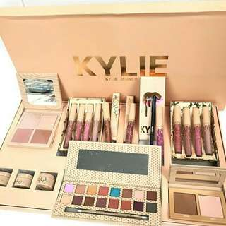 KYLIE MAKE UP SET JUMBO
