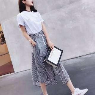 白色棉T+條紋釦子一片裙