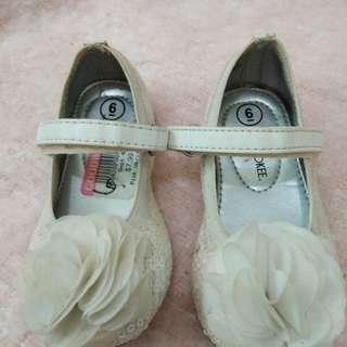Cherokee White Shoes