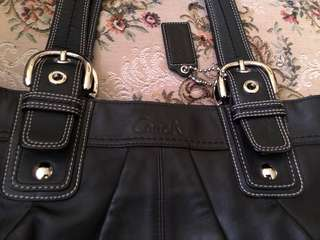 Authentic COACH Soho Leather bag - LIKE NEW!