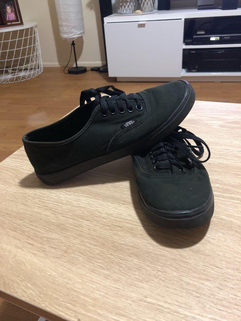 Black VANS (size men's 5 - woman's 6.5)