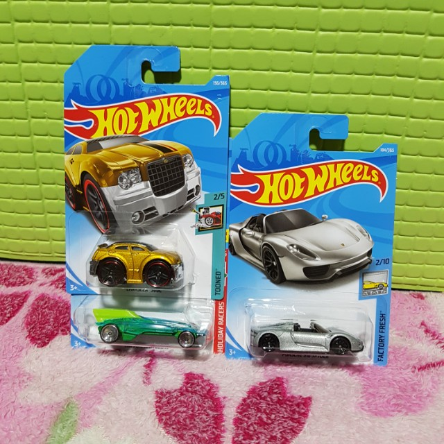 Hot Wheels 2018 Set of 3, Porsche Spider