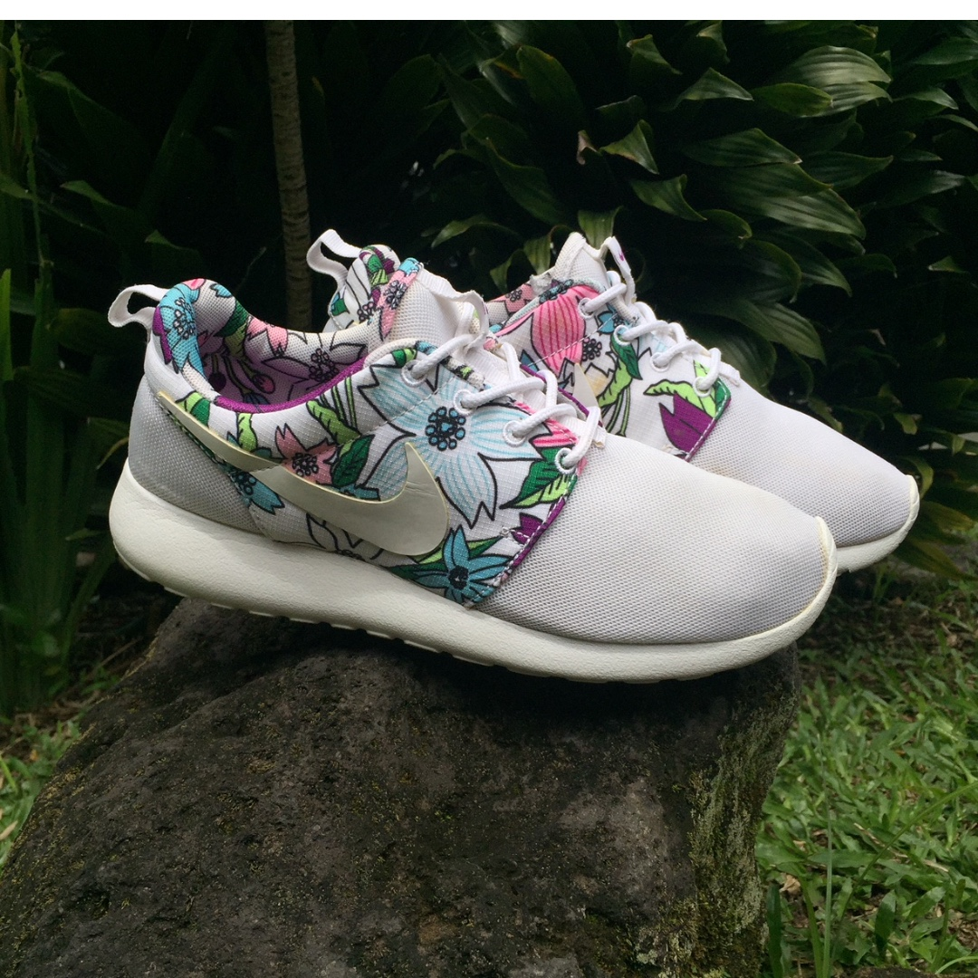 sports shoes c088c 71d1b NIKE ROSHE ONE PRINT ALOHA, Men s Fashion, Men s Footwear on Carousell