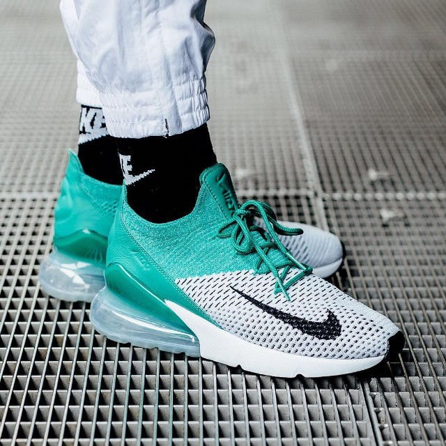 the latest 6ef55 6385b Nike WMNS Air Max 270 Flyknit
