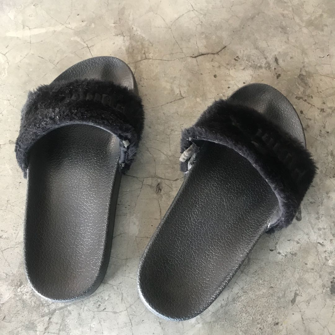 huge selection of 46fac 80617 Puma fenty fur Sliders