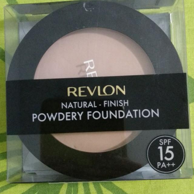 Revlon Natural - Finish Powdery Foundation SPF 15 PA++ Peach-032