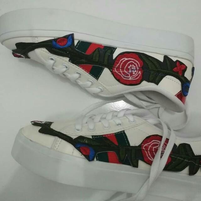 Sneakers putih flower