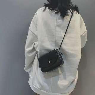韓版 極簡主義圓弧小包 側背包 斜背包 簡背包 預購